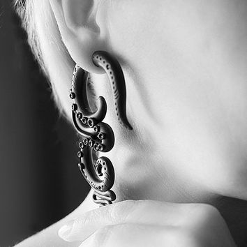 Black gauge plug earrings Fake gauges Real gauges Tentacle earrings Black tribal earrings Fakers gauges Gothic earrings Punk rock jewelry