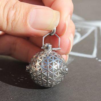 "Sacred Geo - Flower of Life ""Silver"" Essential Oil Pendant"