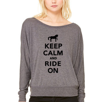 Keep calm and ride on WOMEN'S FLOWY LONG SLEEVE OFF SHOULDER TEE