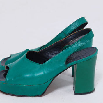 Vintage 70s PLATFORM Shoes Green Leather SLING BACK Heels Open Toe Shoes New Dimensions Italian Platforms  Size 5.5