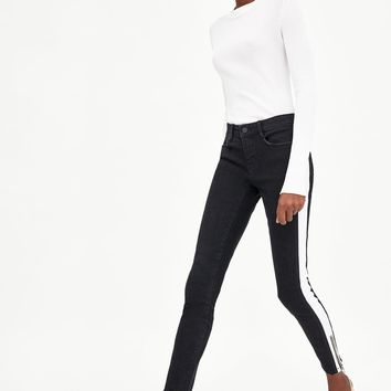POWER STRETCH JEANS WITH CONTRASTING STRIPES DETAILS