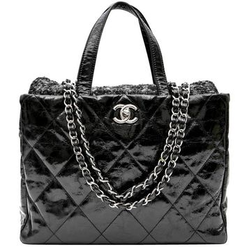 CHANEL Flap Bag in Black Patent Leather and Gray Tweed