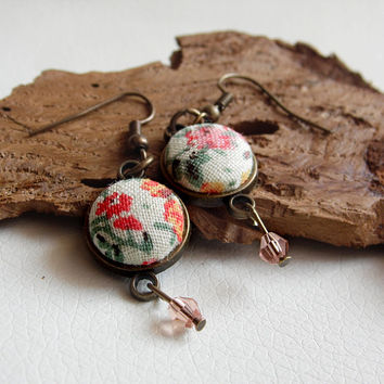 Floral meadow fabric earring,vintage earring, bronze jewelry, floral jewelry, covered button jewelry, romantic jewelry, rose beads