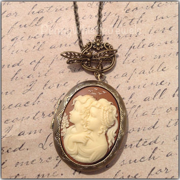Sisters Photo Locket, Sisters Jewelry, Twins Jewelry, Mother Daughter Locket, Twins Cameo Necklace, Friends Jewelry, Vintage Inspired Locket