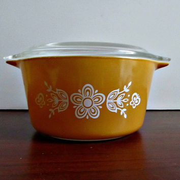 Pyrex Butterfly Gold Casserole - 1 quart with lid - Mid Century, Retro, Vintage Kitchen