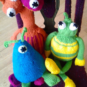 Softie Alien Large Knitted Green and Yellow Organic Toy Personalized kid and babie Plushies Soft Toy Nursery Decor Shower Gift Toys Art Doll