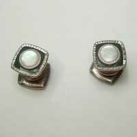 Link Snap MOP Cuff Links Dark Green Background Vintage Jewelry