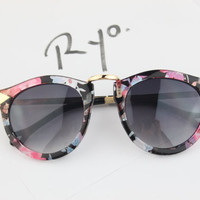 Deadstock Classic Gold Metal Accents Art FLORA Pattern Print Frame Tortoise Sunglasses with Arrows Embellished Y101-3