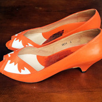 Vintage Orange & White Peep Toe Court Shoes w/ Kitten Heels. Size 6.