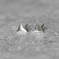 Minimalist Pyramid Earrings, Sterling Silver Pyramid Stud Earrings, Geometric Earrings, 3D Triangle Earrings Studs, Pyramid Jewelry