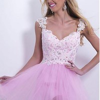 Buy discount Alluring Tulle A-line V-neck Natural Waistline Full Length Homecoming Dress at Dressilyme.com