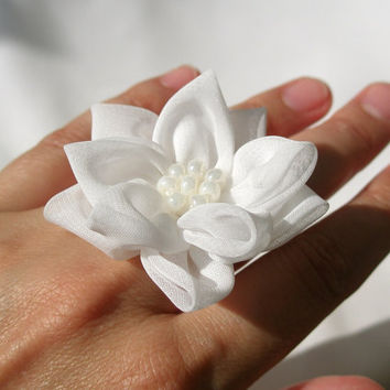White  fabric flower cocktail ring
