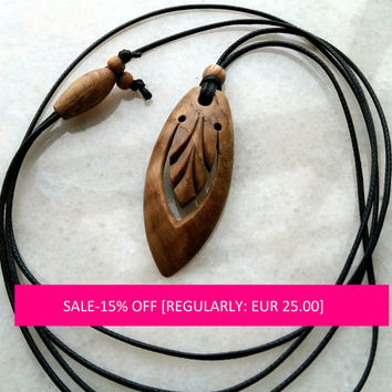Wood necklace,Acanthus leaves,Wood Pendant,,Wood Jewelry,Wooden Necklace,Wood Charm,Wood Carving,Oak tree,Acanthus leaves
