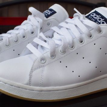 ADIDAS STAN SMITH WHITE GUM SOLE SIZE UK 8 BOXED NEARLY NEW