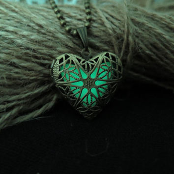 Green the Heart of Atlantis, Glowing Necklace , Glowing Jewelry,Glowing Pendant,Glow heart,Glow Pendant Necklace