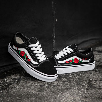 Vans Classics Old Skool Flowers Embroidery Rose Black/White Sneaker G-CSXY