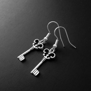 Key Earrings, Silver Jewelry, Antique Jewerly, Key Jewelry, Silver Key, Grunge Jewelry, Gothic Earrings, Steampunk Jewelry