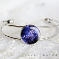 Galaxy Bracelet, Silver Vintage bracelet, Nebula bracelet, Galaxy bracelet, Galaxy jewelry, Moon Bangle, Resin Jewelry, Resin Bracelet, Space Bracelet, Free gift box, Gift for her, Birthday gift, Christmas gift