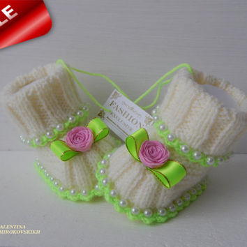 Cute Baby booties. Baptism Gift. Baby Booties. Baptism Booties. Baby shower gift. Booties for baby girl. Baby socks. Knit baby booties