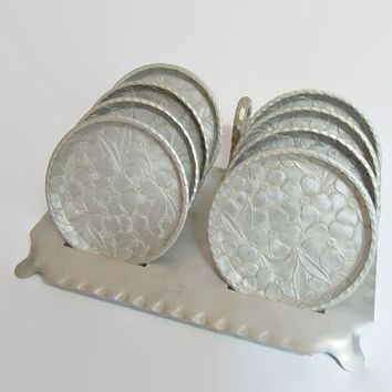 Vintage Everlast Hammered Aluminum Coasters and Caddy | Hand Forged Vintage Set of 8 Dogwood Flower Design with Stand | Mid Century Barware