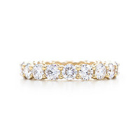 Tiffany & Co. -  Shared-setting band ring with diamonds in 18k gold, 3.7mm wide.