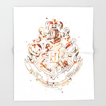 Hogwarts Crest Art Print by Monnprint