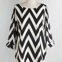 Mid-length 3 Zoom Bisou Top in Black Chevron