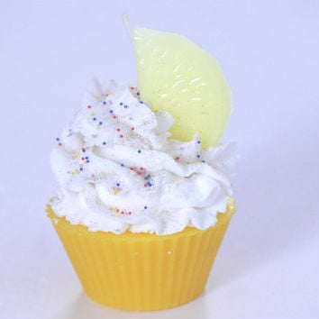 Pound My Lemon Cupcake Candle