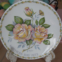 Vintage Crown Staffordshire Plaque or Plate - Mother's Day 1973 - Peace Rose 62837 Beautiful roses