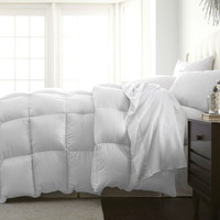 Full / Queen Size White Medium Warmth Designer Down Alternative Comforter