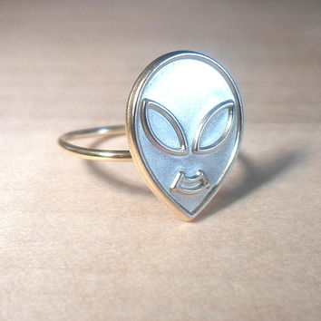 Alien Knuckle Ring-Layering Above the Knuckle Gold Brass Stackable Midi Ring