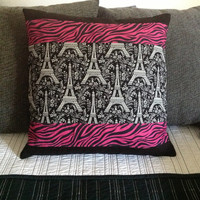 ACCENT PILLOW - Eiffel Tower