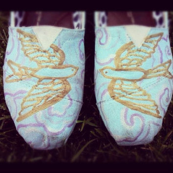Custom hand painted sparrow Tom shoes by InSensDen on Etsy
