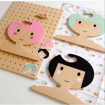 Nordic 2017 New INS Wooden Lovely King/ Princess/Girl Wall Hangers Children Room Decoration Handmade Baby Clothing Hangers
