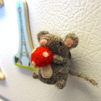 Needle Felted Mouse Magnet, Needle felted animals, Mouse miniature, Felt mouse, Tiny mouse, Miniature mouse, Cute magnets, Felt magnets