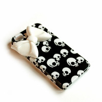 Skulls and bow cellphone cover, Hard case, iPhone Cover, trendy, iPhone 4s, iPhone 4,