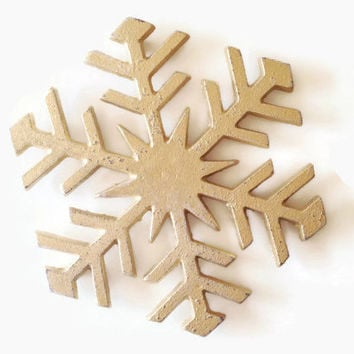 Snowflake Trivet. Gold Holiday Decor. Cast Iron Pot Holder. Snow Flake Hot Pad. Table Decoration. Kitchen Hot Pad. Winter Home Decor