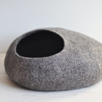 Felted cat cave - Wool cat cave - Grey felt cat bed - Handmade felted cat house vessel of natural wool - Made to order - Gift for cat lover