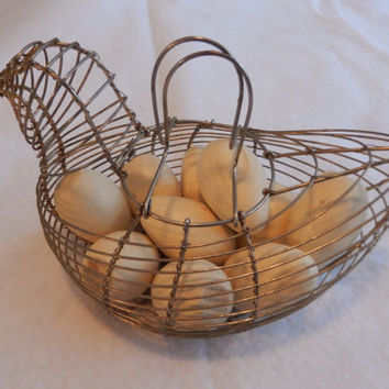 Small Wire Chicken-Shaped Egg Basket with 10 Wooden Eggs
