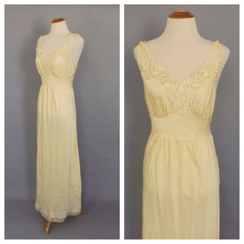 Size Med-Lg Vintage 1940s Yellow Silky Lace Nightgown Barbizon Lingerie 50s Pin Up Boudoir Fashion Long Gown Bridal Lingerie 40s Art Deco