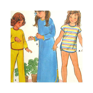 Butterick 6851 Vintage Uncut Sewing Pattern Girls Sleepwear Nightgown Pajamas Bloomers Size 4 5 6