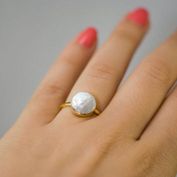 SUMMER SALE - White Pearl Ring - June Birthstone Ring - Gemstone Ring - Stacking Ring - Gold Ring - Round Ring