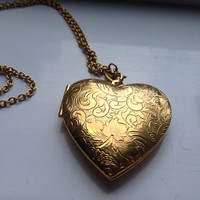 Vintage avon gold heart locket on chain