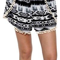 Tribal print w/pom short,blk