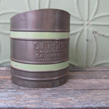 Vintage Flour Sifter, Sift-Chine, Retro Green Kitchen, Rustic Kitchen, Country Kitchen