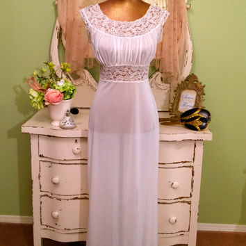 Vintage 50s Nightgown, 1950s White Nightdress, Elegant Nightwear, Lace n Nylon Nightie, Retro Glam Nightgown, Boudoir Nightdress, Size Small