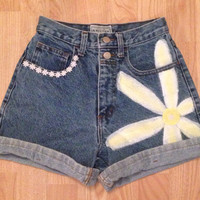 Vintage Levi's Hand-painted Daisy and Trim High Waisted shorts sz 0/1