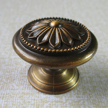 Dresser Knobs Flower Antique Brass / Drawer Pulls Knobs Handles / Cabinet Door Knobs Pull Handle / Vintage Furniture Knob Hardware D39