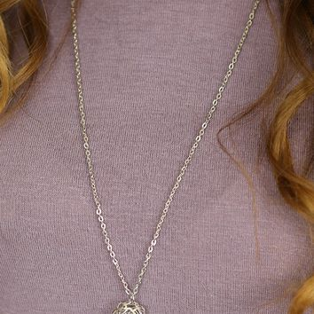 Flower Power Necklace in Silver