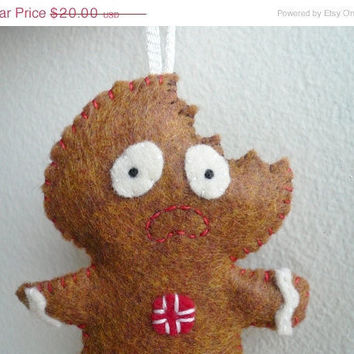 Christmas in July 20% OFF Terrified Gingerbread Man - Funny Christmas Ornament